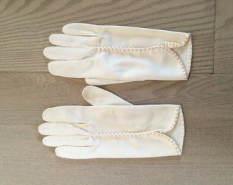 Vintage Cream Pearl Gloves