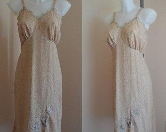 Vintage Beige Lace Full Slip, Lace Full Slip, Vanity Fair, 1960s Lace Slip, Vintage Slip, Vintage Lingerie, 1960s Slips, Slip