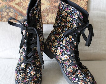 90s floral corduroy grunge boots lace up boots ankle boots good tread rubber soled boots US size 6 small