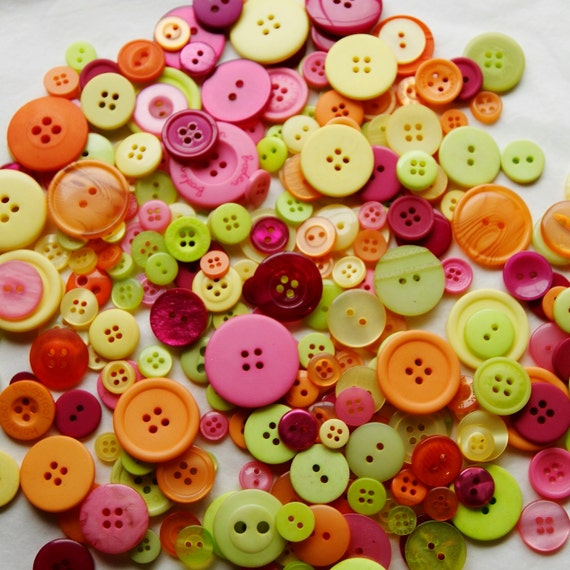 25 Button Mix, Bright Buttons, FIESTA, Lime, Orange, Yellow, Pink, Burgundy, Assorted sizes, Sewing, Grab Bag, Crafting,  Jewelry (1343)