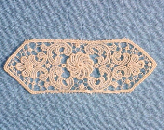 "4"" White Lace Medallion Applique, Victorian Vintage Sewing Supply"