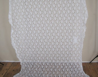 """Tablecloth Lace Oval Floral Flowers  101'' x  60""""  White Vintage Jewish Chuppah  TXTL673"""