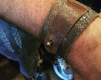SALE!! Adjustable UNISEX Leather Cuff in Vintage Brown