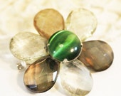 Vintage Daisy Pin, Brooch with a green center      -  T