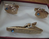 Cuff Links Tie Clip Set Vintage RETRO Mens Jewelry Accessory Gold Tone with Blue Stone