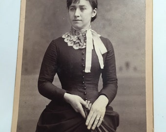 Beautiful antique cabinet card photo of young woman