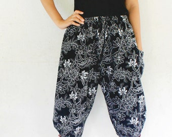3/4 Hand made  Thai traditional print  mini flowers , Thai batik  harem  pants and elastic waist,spa, yoga,hippie pants.
