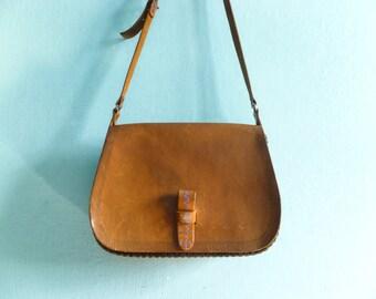 Vintage brown leather bag purse / shoulderbag / crossbody / messenger bag / saddle bag / thick leather rigid / spacious