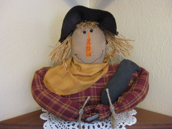 Primitive Scarecrow Shelf Sitter holding Crow - Country Primitive Scarecrow Bust - Fabric