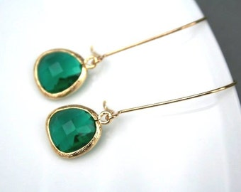 Emerald Green Earrings in Gold. Green Earrings. Bridesmaids Earrings. Bridesmaids Jewelry. Wedding Jewelry. Wedding Earrings. Bridal Jewelry