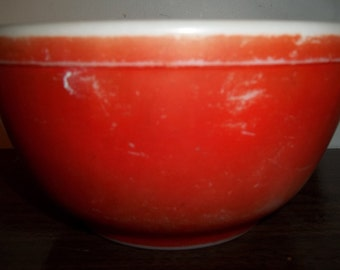 SALE Flat & Faded Red Vintage Pyrex Nesting Mixing Bowl 1.5Quart
