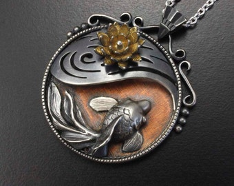 Goldfish and water lily round pendant of Asian antique taste