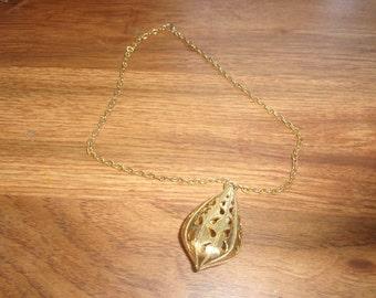 vintage necklace monet goldtone chain pendant