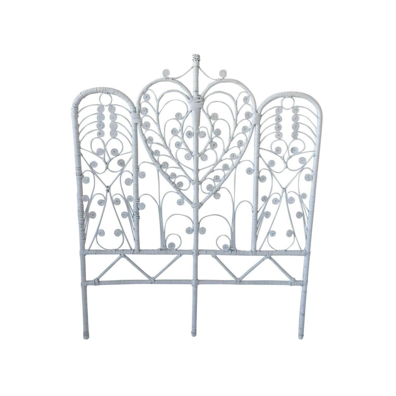 t te de lit rotin boh me blanc vintage double taille par at1stsight. Black Bedroom Furniture Sets. Home Design Ideas