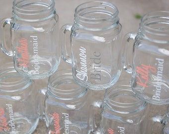 Bridesmaid gift Mason Jars with name and date. Coral wedding idea. Personalized wedding, Bridesmaid Maid of Honor gift. Bridesmaid gift idea