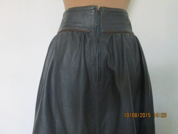 Leather Skirt / Skirt Vintage / Size EUR38 / 40 / UK10 / 12 /