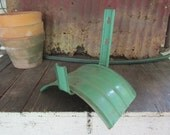 Vintage Metal Shabby Chic Garden Hose Holder Wall Hanging Green Display for booth or store