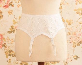 "Vintage 1970s White Broderie Anglaise Suspender Belt, Garter Belt. Waist Circumference: 29 - 30.5"""