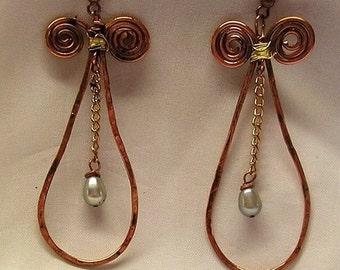 E0191 copper & pearl earrings