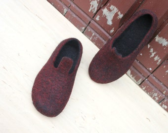 Ready to ship - US8.5 - EU39 - UK6 - Felted slippers for woman - with natural leather soles - wool slippers