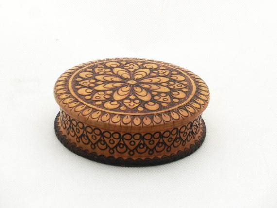 Vintage wooden round jewelry box 70s wood box trinket box for Circular wooden box