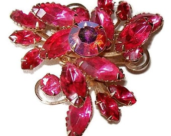 "Judy Lee Rhinestone Brooch Pin Pink Fuchsia Color 3 Tiers Gold Metal 2"" Vintage"