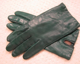 vintage green  genuine leather gloves  - ladies size small to medium (7 - 7 1/2 ??) . . . lined with acrylic. . .  like new  condition