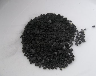 Black Lava Hawaiian Sea Salt assists the body in removing harmful impurities