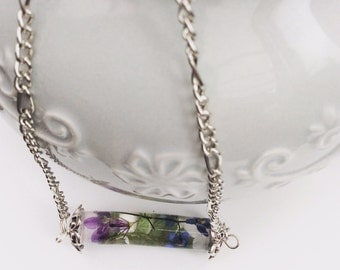 Cylinder pendant with real flowers