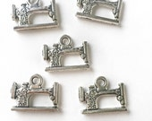 Sewing Machine Charm / Set of 5 Sewing Machine Charms / Antiqued Silver Sewing Machine / Jewelry Charm / Charm Bracelet / Jewelry Finding
