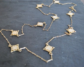 GOLD CLOVER WHITE necklace