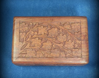 Carved wooden box with flower and vine pattern - 4 x 6 inches
