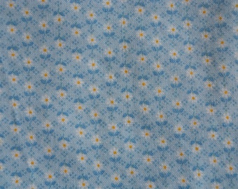 Light Blue Floral cotton print fabric, yardage. VIP Cranston Print Works. Daisy-like flowers