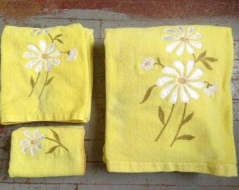 vintage bath towel set/ yellow daisies/ SPRINGMAID/ 6 pcs.