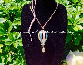 Charming Gold Metal Hot Air Balloon Necklace