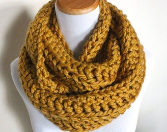 THE LYNX - Chunky Infinity Scarf, Wool Blend, Crochet Infinity Scarf / Honey Gold