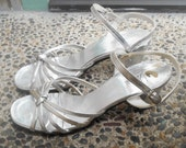 Mod Kinney vintage silver patent leather sling back sandals shoes, knotted straps, chunky heels, size 8 1/2, formal, prom, 1970's era