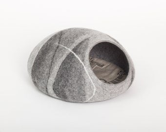 Cat bed/cat cave/cat house/uncolored felted cat cave (With GIFT pad)