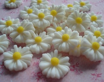 13mm White Resin Daisy Cabochons, Pack of 25 White Flower Flatback Embellishments, CAB01