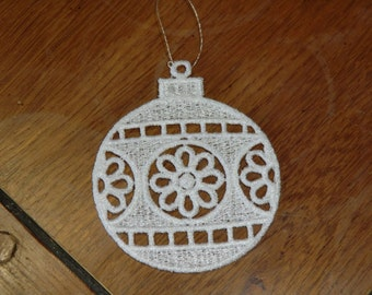 Embroidered Ornament - Christmas -  White Ornament Bulb W/Dasies  All Thread