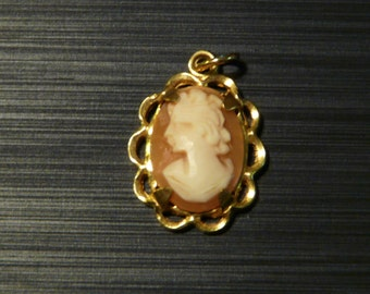 FREE SHIPPING! Vintage Cameo Pendant