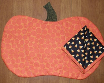 Halloween Pumpkin Napkins and Quilted Place Mats, Orange Black Fall  Quilt, Halloween Decor, Orange Black Place Mats, Quiltsy Handmade