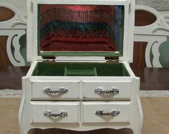 Musical Jewelry Box, Shabby Chic Vintage Jewelry Box, Jewelry Organizer, Jewelry Holder, Shabby Chic Decor