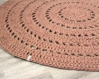 Crochet rug, taupe or mocha
