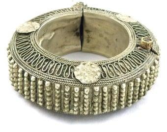 Old, antique Bedouin silver wedding bracelet from Yemen. Free shipping worldwide.