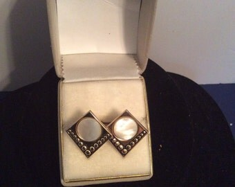 Mother of pearl diamond shaped cuff links 1 in
