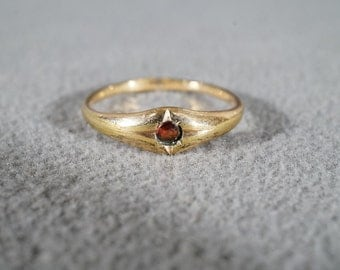 Vintage 12 K Yellow Gold Filled Round Garnet Band ring, Size 8