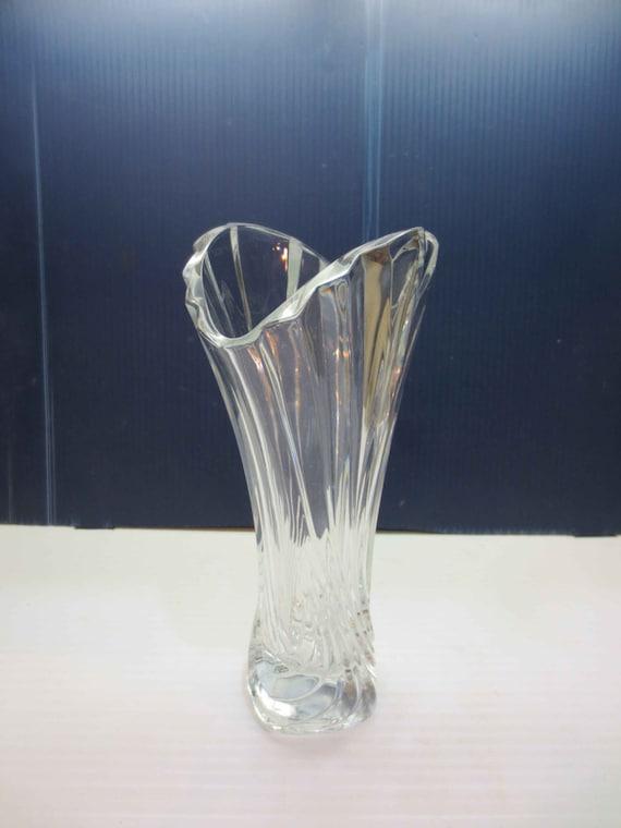 large heavy crystal clear glass vase swirl fluted pattern. Black Bedroom Furniture Sets. Home Design Ideas
