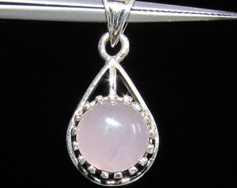 Little sterling silver gemstone pendant with a round pink rose quartz marked 925 (GP393)