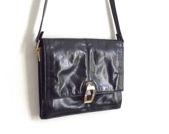 Soft Black leather purse // soft creased leather shoulder bag // gold metal clasp // boho purse // sqaure shoulder bag // 80s leather bag